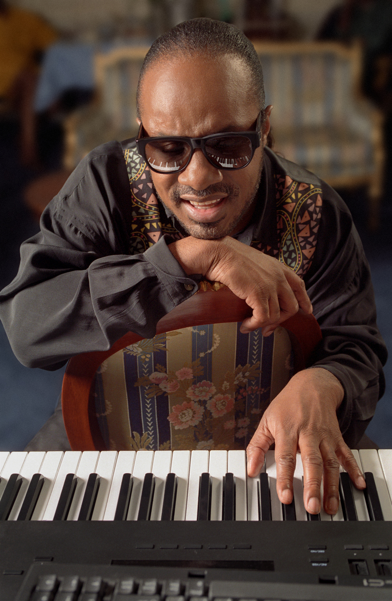 Stevie Wonder on NYC playing piano in his hotel suite