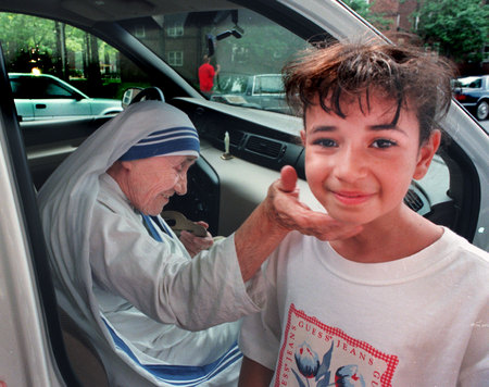 Mother Teresa with Bronx girl ©Susan Farley Photography/NYC and Westchester Portrait Photographer
