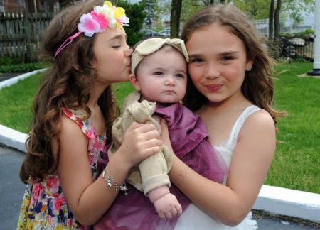 Sisters and baby cousins hug . NYC Children photography ©Susan Farley Photography/NYC and Westchester Portrait Photographer